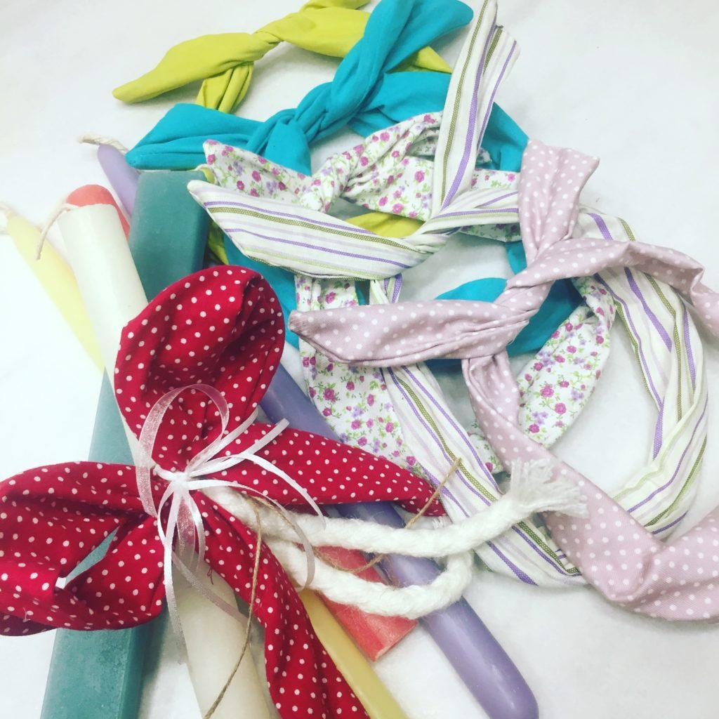 Πασχαλινή λαμπάδα για κορίτσι με χρωματιστές κορδέλες.