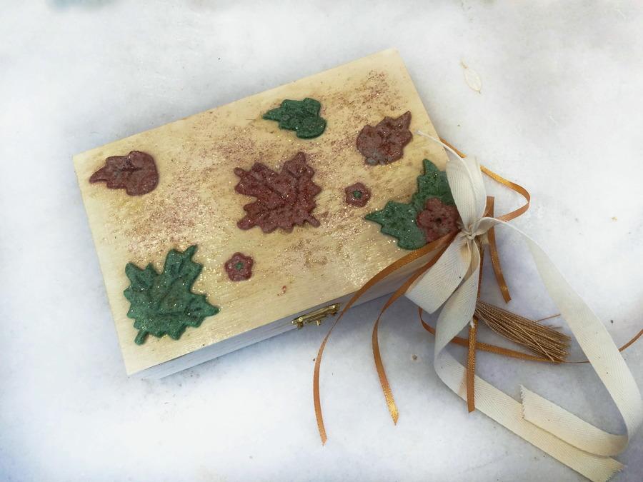 Ξύλινο κουτί με φθινοπωρινό