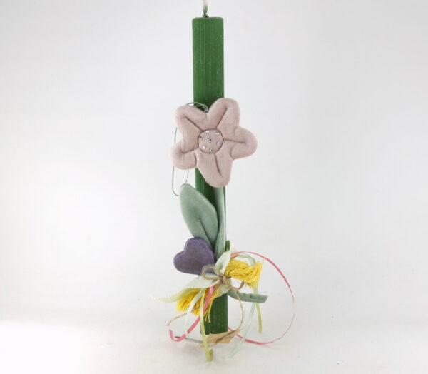 Πασχαλινή λαμπάδα με υφασμάτινο λουλούδι.