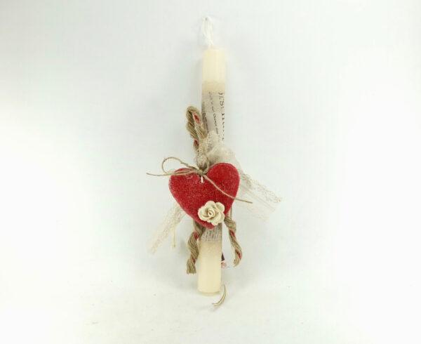 Πασχαλινή λαμπάδα με κόκκινη διακοσμητική καρδιά