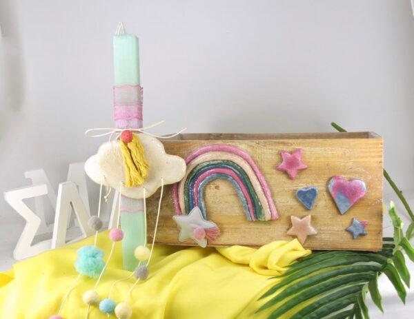 Ξύλινο κουτί, και πασχινή λαμπάδα για κορίτσι, ουράνιο τόξο.