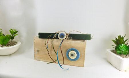 Ξύλινο διακοσμητικό κουτί, με μάτι συνδιασμένο με πασχαλινή λαμπάδα, για αγόρι.