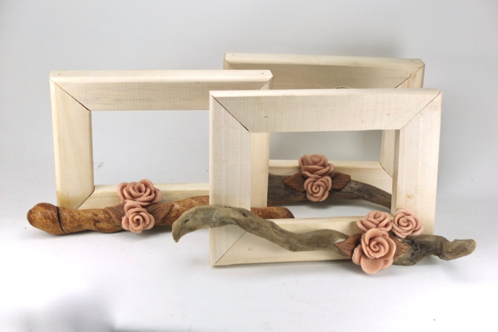 Ξύλινα κάδρα vintage, με χειροποίητα τριαντάφυλλα.